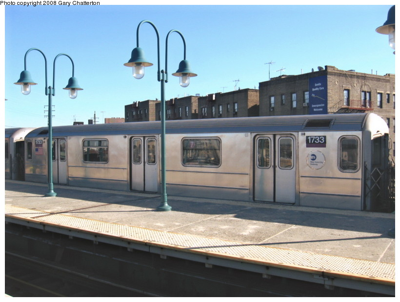 (117k, 820x620)<br><b>Country:</b> United States<br><b>City:</b> New York<br><b>System:</b> New York City Transit<br><b>Line:</b> IRT Flushing Line<br><b>Location:</b> 61st Street/Woodside <br><b>Route:</b> 7<br><b>Car:</b> R-62A (Bombardier, 1984-1987)  1733 <br><b>Photo by:</b> Gary Chatterton<br><b>Date:</b> 2/14/2008<br><b>Viewed (this week/total):</b> 1 / 1146