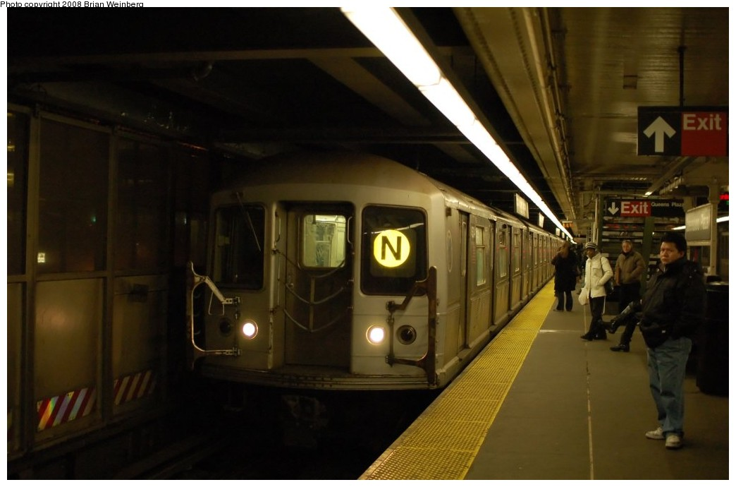 (186k, 1044x690)<br><b>Country:</b> United States<br><b>City:</b> New York<br><b>System:</b> New York City Transit<br><b>Line:</b> BMT Astoria Line<br><b>Location:</b> Queensborough Plaza <br><b>Route:</b> N<br><b>Car:</b> R-40M (St. Louis, 1969)  4534 <br><b>Photo by:</b> Brian Weinberg<br><b>Date:</b> 2/23/2008<br><b>Viewed (this week/total):</b> 2 / 1700