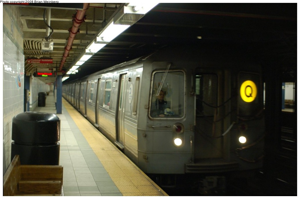 (186k, 1044x693)<br><b>Country:</b> United States<br><b>City:</b> New York<br><b>System:</b> New York City Transit<br><b>Line:</b> BMT Broadway Line<br><b>Location:</b> 28th Street <br><b>Route:</b> Q<br><b>Car:</b> R-68A (Kawasaki, 1988-1989)  5020 <br><b>Photo by:</b> Brian Weinberg<br><b>Date:</b> 2/23/2008<br><b>Viewed (this week/total):</b> 0 / 2276