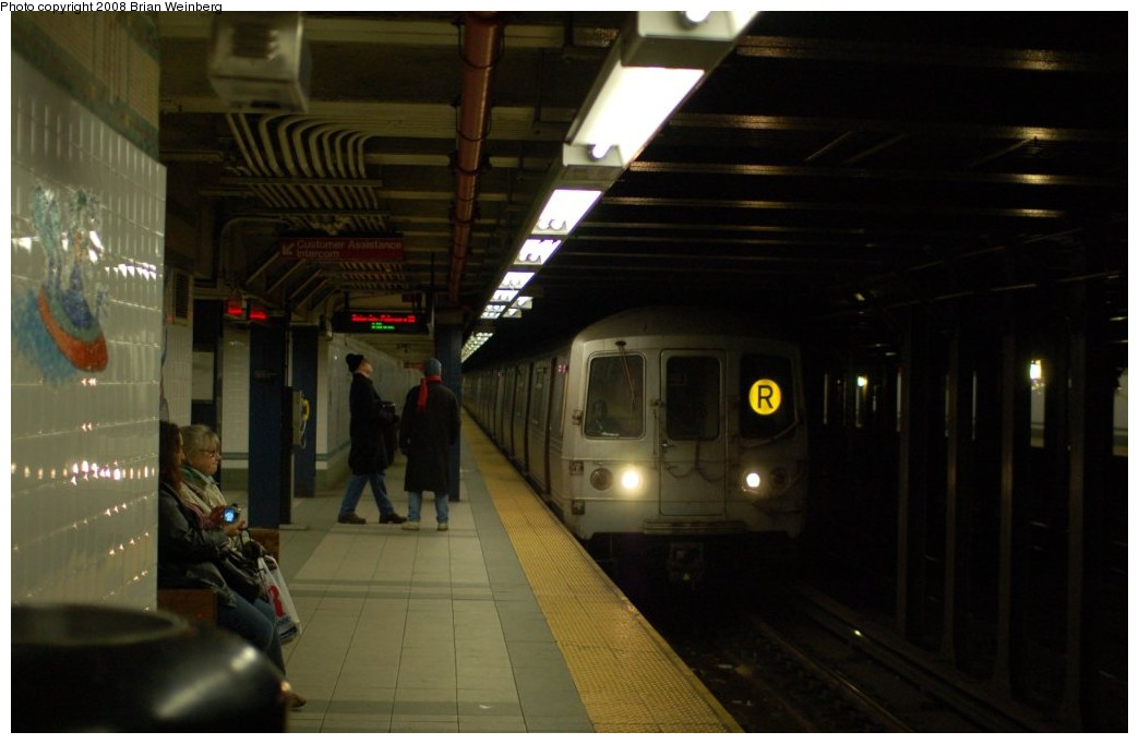 (181k, 1044x682)<br><b>Country:</b> United States<br><b>City:</b> New York<br><b>System:</b> New York City Transit<br><b>Line:</b> BMT Broadway Line<br><b>Location:</b> 28th Street <br><b>Route:</b> R<br><b>Car:</b> R-46 (Pullman-Standard, 1974-75) 6120 <br><b>Photo by:</b> Brian Weinberg<br><b>Date:</b> 2/23/2008<br><b>Viewed (this week/total):</b> 2 / 2376