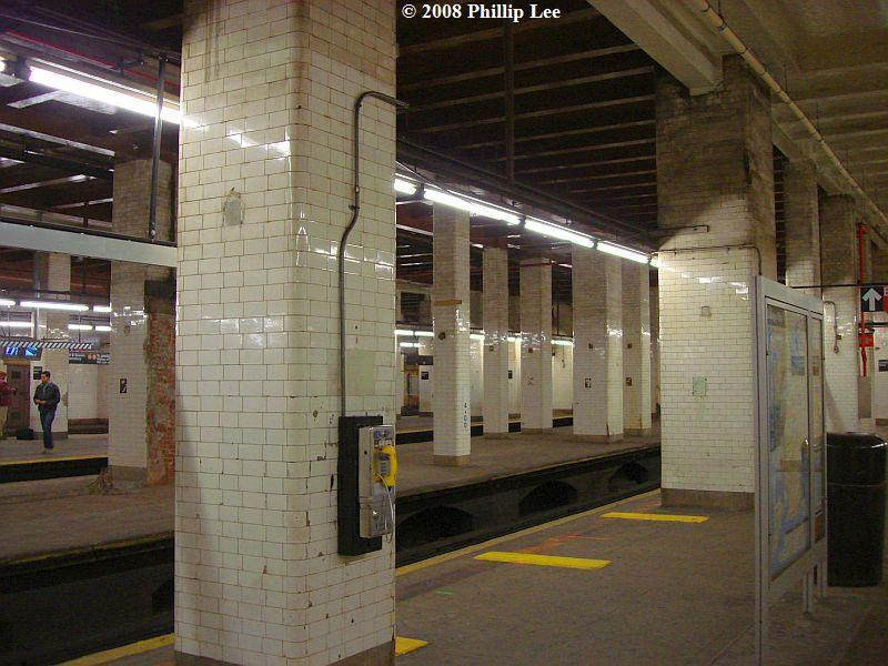 (101k, 800x600)<br><b>Country:</b> United States<br><b>City:</b> New York<br><b>System:</b> New York City Transit<br><b>Line:</b> BMT Nassau Street/Jamaica Line<br><b>Location:</b> Chambers Street <br><b>Photo by:</b> Phillip Lee<br><b>Date:</b> 1/17/2008<br><b>Viewed (this week/total):</b> 0 / 2003