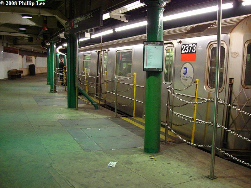 (105k, 800x600)<br><b>Country:</b> United States<br><b>City:</b> New York<br><b>System:</b> New York City Transit<br><b>Line:</b> IRT West Side Line<br><b>Location:</b> South Ferry (Outer Loop Station) <br><b>Route:</b> 1<br><b>Car:</b> R-62A (Bombardier, 1984-1987)  2373 <br><b>Photo by:</b> Phillip Lee<br><b>Date:</b> 1/17/2008<br><b>Viewed (this week/total):</b> 2 / 2425