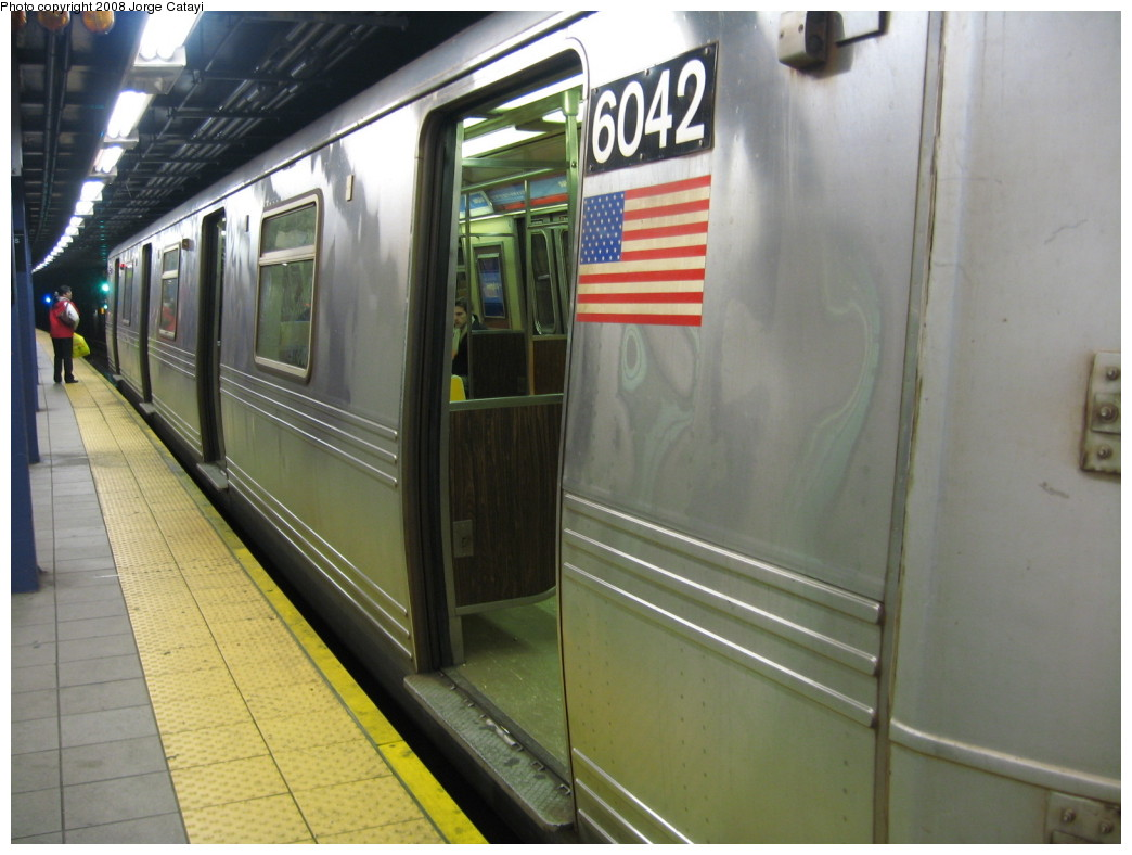 (185k, 1044x788)<br><b>Country:</b> United States<br><b>City:</b> New York<br><b>System:</b> New York City Transit<br><b>Line:</b> IND Queens Boulevard Line<br><b>Location:</b> Queens Plaza <br><b>Car:</b> R-46 (Pullman-Standard, 1974-75) 6042 <br><b>Photo by:</b> Jorge Catayi<br><b>Date:</b> 12/2/2007<br><b>Viewed (this week/total):</b> 0 / 893