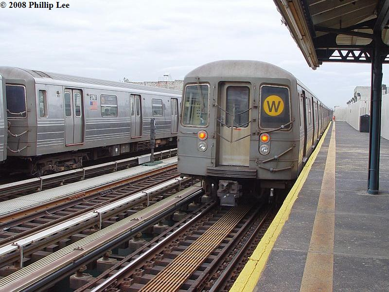 (108k, 800x600)<br><b>Country:</b> United States<br><b>City:</b> New York<br><b>System:</b> New York City Transit<br><b>Line:</b> BMT Astoria Line<br><b>Location:</b> 39th/Beebe Aves. <br><b>Route:</b> W<br><b>Car:</b> R-68/R-68A Series (Number Unknown)  <br><b>Photo by:</b> Phillip Lee<br><b>Date:</b> 1/17/2008<br><b>Viewed (this week/total):</b> 1 / 1593