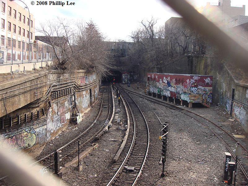 (172k, 800x600)<br><b>Country:</b> United States<br><b>City:</b> New York<br><b>System:</b> New York City Transit<br><b>Line:</b> South Brooklyn Railway<br><b>Location:</b> West End Jct (east of 4th Ave) (SBK)<br><b>Photo by:</b> Phillip Lee<br><b>Date:</b> 1/27/2008<br><b>Viewed (this week/total):</b> 5 / 1838