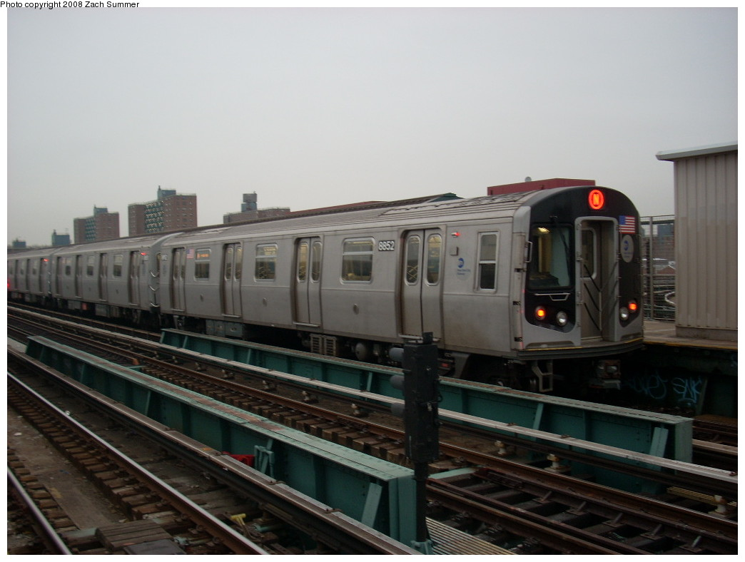 (199k, 1044x788)<br><b>Country:</b> United States<br><b>City:</b> New York<br><b>System:</b> New York City Transit<br><b>Line:</b> BMT West End Line<br><b>Location:</b> Bay 50th Street <br><b>Route:</b> N<br><b>Car:</b> R-160B (Kawasaki, 2005-2008)  8852 <br><b>Photo by:</b> Zach Summer<br><b>Date:</b> 12/22/2007<br><b>Viewed (this week/total):</b> 2 / 1939