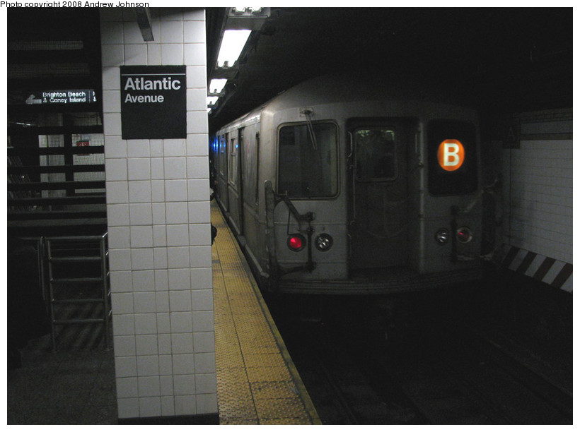(118k, 820x612)<br><b>Country:</b> United States<br><b>City:</b> New York<br><b>System:</b> New York City Transit<br><b>Line:</b> BMT Brighton Line<br><b>Location:</b> Atlantic Avenue <br><b>Route:</b> B<br><b>Car:</b> R-40M (St. Louis, 1969)   <br><b>Photo by:</b> Andrew Johnson<br><b>Date:</b> 3/4/2008<br><b>Viewed (this week/total):</b> 2 / 2052