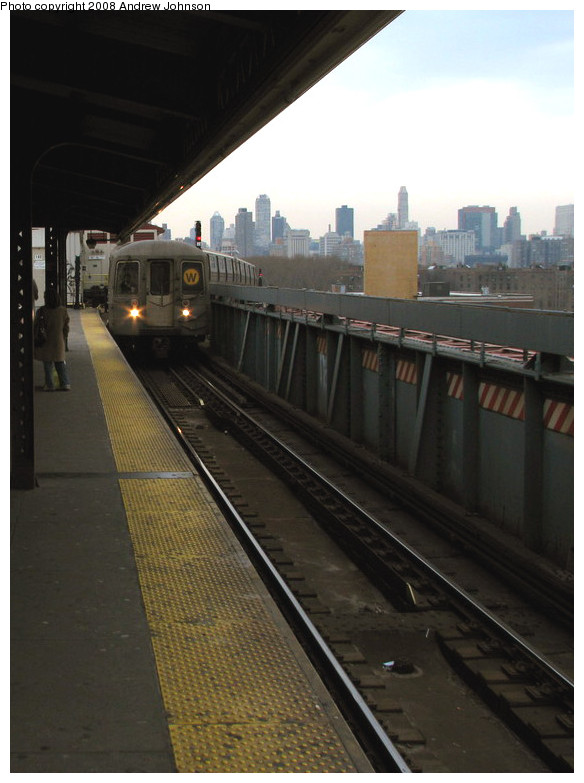 (127k, 584x783)<br><b>Country:</b> United States<br><b>City:</b> New York<br><b>System:</b> New York City Transit<br><b>Line:</b> BMT Astoria Line<br><b>Location:</b> Queensborough Plaza <br><b>Route:</b> W<br><b>Car:</b> R-68 (Westinghouse-Amrail, 1986-1988)  2840 <br><b>Photo by:</b> Andrew Johnson<br><b>Date:</b> 3/14/2008<br><b>Viewed (this week/total):</b> 1 / 1385