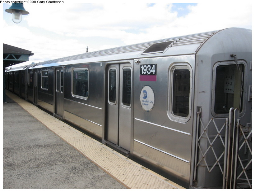 (119k, 820x620)<br><b>Country:</b> United States<br><b>City:</b> New York<br><b>System:</b> New York City Transit<br><b>Line:</b> IRT Flushing Line<br><b>Location:</b> 61st Street/Woodside <br><b>Route:</b> 7<br><b>Car:</b> R-62A (Bombardier, 1984-1987)  1934 <br><b>Photo by:</b> Gary Chatterton<br><b>Date:</b> 3/20/2008<br><b>Viewed (this week/total):</b> 0 / 727