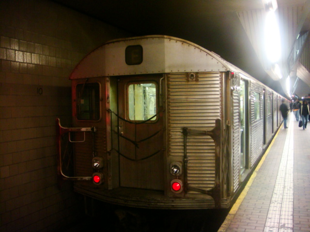 (95k, 640x480)<br><b>Country:</b> United States<br><b>City:</b> New York<br><b>System:</b> New York City Transit<br><b>Line:</b> IND Queens Boulevard Line<br><b>Location:</b> Jamaica Center/Parsons-Archer <br><b>Route:</b> E<br><b>Car:</b> R-32 (Budd, 1964)   <br><b>Photo by:</b> Danny Molina<br><b>Date:</b> 1/12/2008<br><b>Viewed (this week/total):</b> 0 / 1771