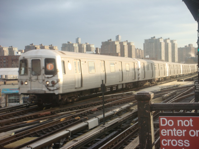 (106k, 640x480)<br><b>Country:</b> United States<br><b>City:</b> New York<br><b>System:</b> New York City Transit<br><b>Line:</b> BMT Culver Line<br><b>Location:</b> Avenue X <br><b>Route:</b> F<br><b>Car:</b> R-46 (Pullman-Standard, 1974-75)  <br><b>Photo by:</b> Danny Molina<br><b>Date:</b> 1/12/2008<br><b>Viewed (this week/total):</b> 0 / 916