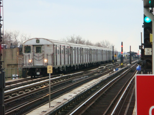 (95k, 640x480)<br><b>Country:</b> United States<br><b>City:</b> New York<br><b>System:</b> New York City Transit<br><b>Line:</b> BMT Culver Line<br><b>Location:</b> Ditmas Avenue <br><b>Route:</b> F<br><b>Car:</b> R-32 (Budd, 1964)   <br><b>Photo by:</b> Danny Molina<br><b>Date:</b> 1/16/2008<br><b>Viewed (this week/total):</b> 3 / 1293