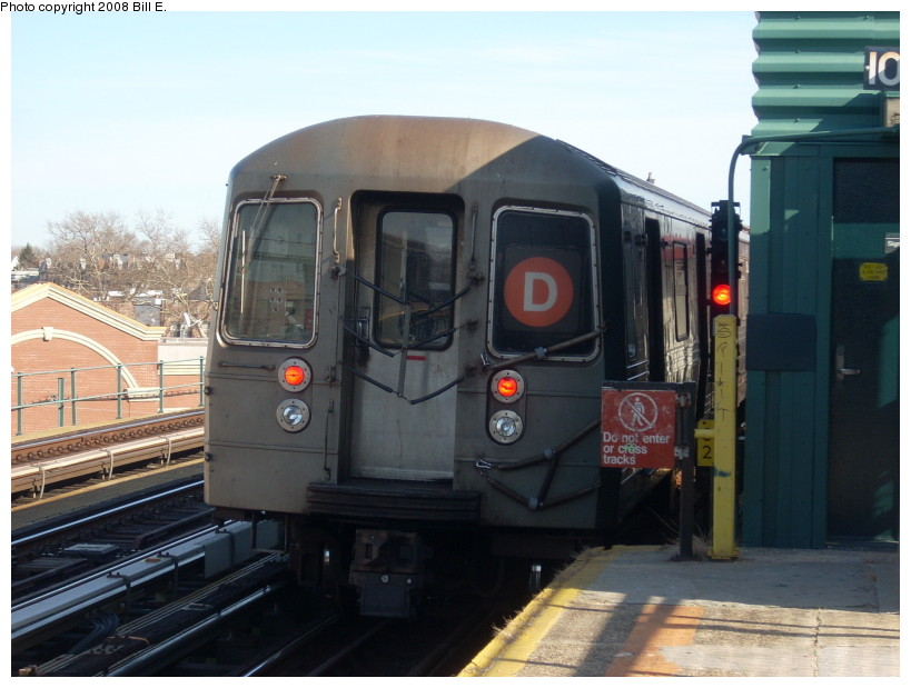 (151k, 819x619)<br><b>Country:</b> United States<br><b>City:</b> New York<br><b>System:</b> New York City Transit<br><b>Line:</b> BMT West End Line<br><b>Location:</b> 25th Avenue <br><b>Route:</b> D<br><b>Car:</b> R-68 (Westinghouse-Amrail, 1986-1988)   <br><b>Photo by:</b> Bill E.<br><b>Date:</b> 3/23/2008<br><b>Viewed (this week/total):</b> 0 / 881