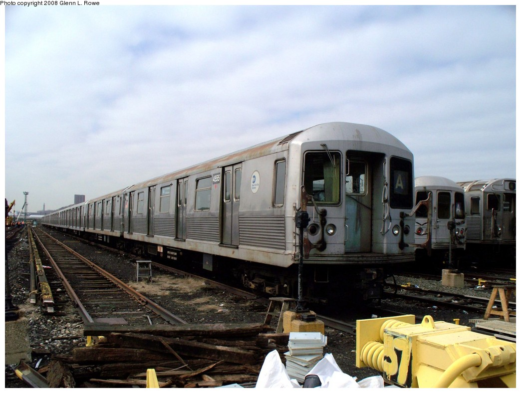 (199k, 1044x788)<br><b>Country:</b> United States<br><b>City:</b> New York<br><b>System:</b> New York City Transit<br><b>Location:</b> 207th Street Yard<br><b>Car:</b> R-42 (St. Louis, 1969-1970)  4555 <br><b>Photo by:</b> Glenn L. Rowe<br><b>Date:</b> 4/8/2008<br><b>Viewed (this week/total):</b> 0 / 1099