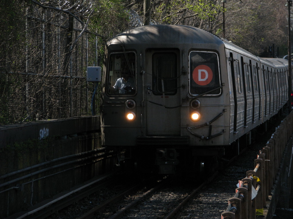 (229k, 1024x768)<br><b>Country:</b> United States<br><b>City:</b> New York<br><b>System:</b> New York City Transit<br><b>Line:</b> BMT West End Line<br><b>Location:</b> 9th Avenue <br><b>Route:</b> D<br><b>Car:</b> R-68 (Westinghouse-Amrail, 1986-1988)  2726 <br><b>Photo by:</b> Andrew Johnson<br><b>Date:</b> 4/17/2008<br><b>Viewed (this week/total):</b> 0 / 1730
