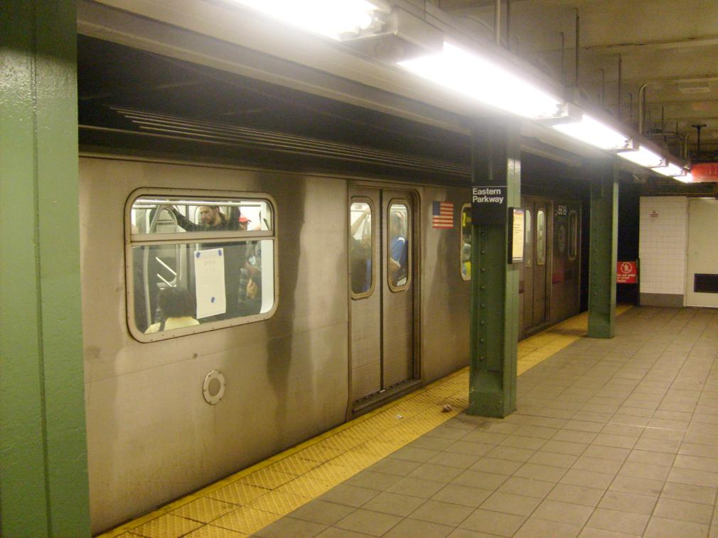 (117k, 1010x758)<br><b>Country:</b> United States<br><b>City:</b> New York<br><b>System:</b> New York City Transit<br><b>Line:</b> IRT Brooklyn Line<br><b>Location:</b> Eastern Parkway/Brooklyn Museum <br><b>Route:</b> 2<br><b>Car:</b> R-142 (Primary Order, Bombardier, 1999-2002)  6616 <br><b>Photo by:</b> Leonard Wilson<br><b>Date:</b> 4/18/2008<br><b>Viewed (this week/total):</b> 3 / 1986