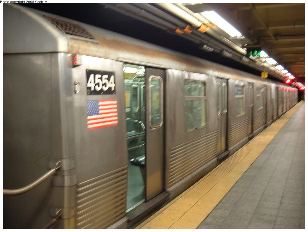 (191k, 1044x788)<br><b>Country:</b> United States<br><b>City:</b> New York<br><b>System:</b> New York City Transit<br><b>Line:</b> IND 8th Avenue Line<br><b>Location:</b> 207th Street <br><b>Route:</b> A<br><b>Car:</b> R-42 (St. Louis, 1969-1970)  4554 <br><b>Photo by:</b> Chris M.<br><b>Date:</b> 4/21/2008<br><b>Viewed (this week/total):</b> 1 / 963