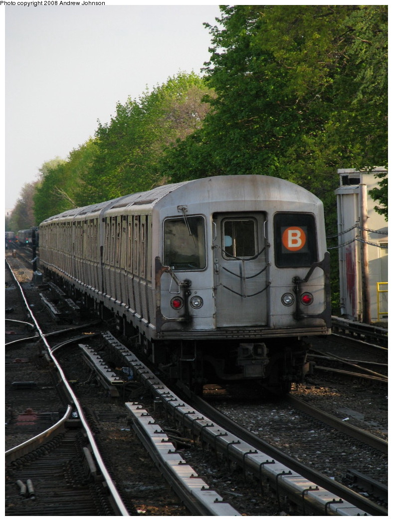 (245k, 788x1044)<br><b>Country:</b> United States<br><b>City:</b> New York<br><b>System:</b> New York City Transit<br><b>Line:</b> BMT Brighton Line<br><b>Location:</b> Kings Highway <br><b>Route:</b> B<br><b>Car:</b> R-40M (St. Louis, 1969)  4507 <br><b>Photo by:</b> Andrew Johnson<br><b>Date:</b> 4/30/2008<br><b>Viewed (this week/total):</b> 0 / 1097