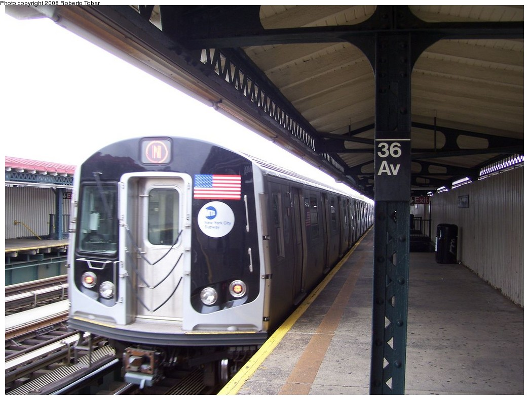 (198k, 1044x791)<br><b>Country:</b> United States<br><b>City:</b> New York<br><b>System:</b> New York City Transit<br><b>Line:</b> BMT Astoria Line<br><b>Location:</b> 36th/Washington Aves. <br><b>Route:</b> N<br><b>Car:</b> R-160A/R-160B Series (Number Unknown)  <br><b>Photo by:</b> Roberto C. Tobar<br><b>Date:</b> 5/3/2008<br><b>Viewed (this week/total):</b> 6 / 1200