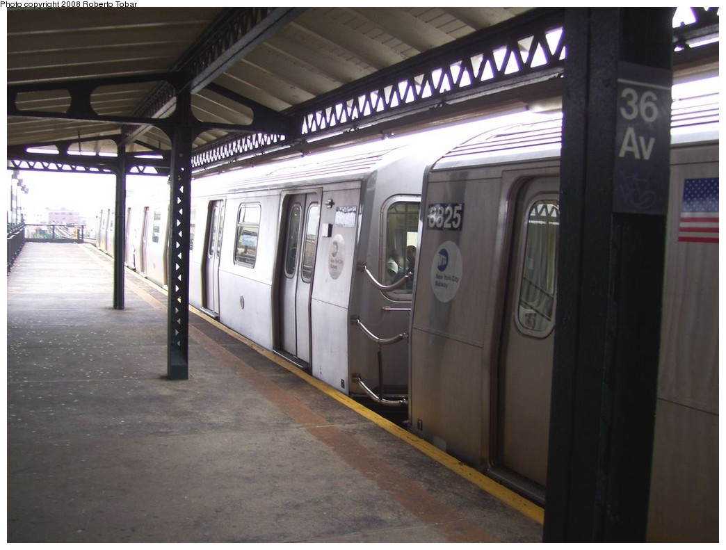 (178k, 1044x791)<br><b>Country:</b> United States<br><b>City:</b> New York<br><b>System:</b> New York City Transit<br><b>Line:</b> BMT Astoria Line<br><b>Location:</b> 36th/Washington Aves. <br><b>Route:</b> N<br><b>Car:</b> R-160B (Kawasaki, 2005-2008)  8825/8824 <br><b>Photo by:</b> Roberto C. Tobar<br><b>Date:</b> 5/3/2008<br><b>Viewed (this week/total):</b> 0 / 1351
