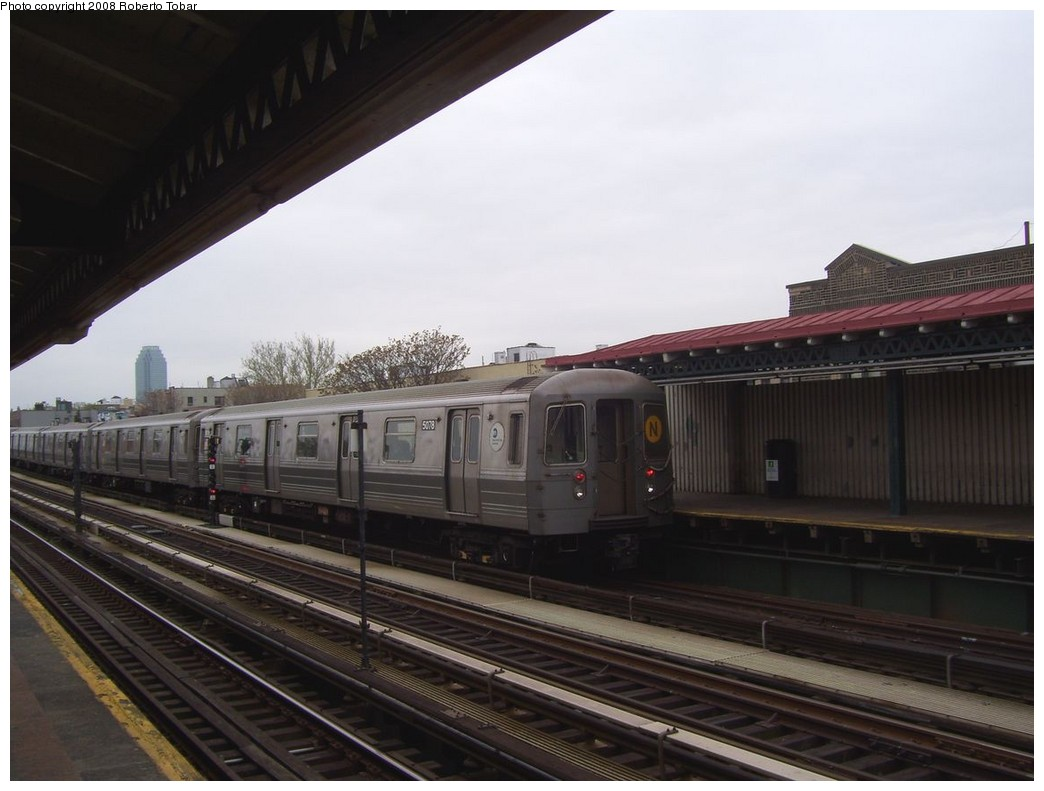 (167k, 1044x791)<br><b>Country:</b> United States<br><b>City:</b> New York<br><b>System:</b> New York City Transit<br><b>Line:</b> BMT Astoria Line<br><b>Location:</b> Broadway <br><b>Route:</b> N<br><b>Car:</b> R-68A (Kawasaki, 1988-1989)  5078 <br><b>Photo by:</b> Roberto C. Tobar<br><b>Date:</b> 5/3/2008<br><b>Viewed (this week/total):</b> 3 / 1146