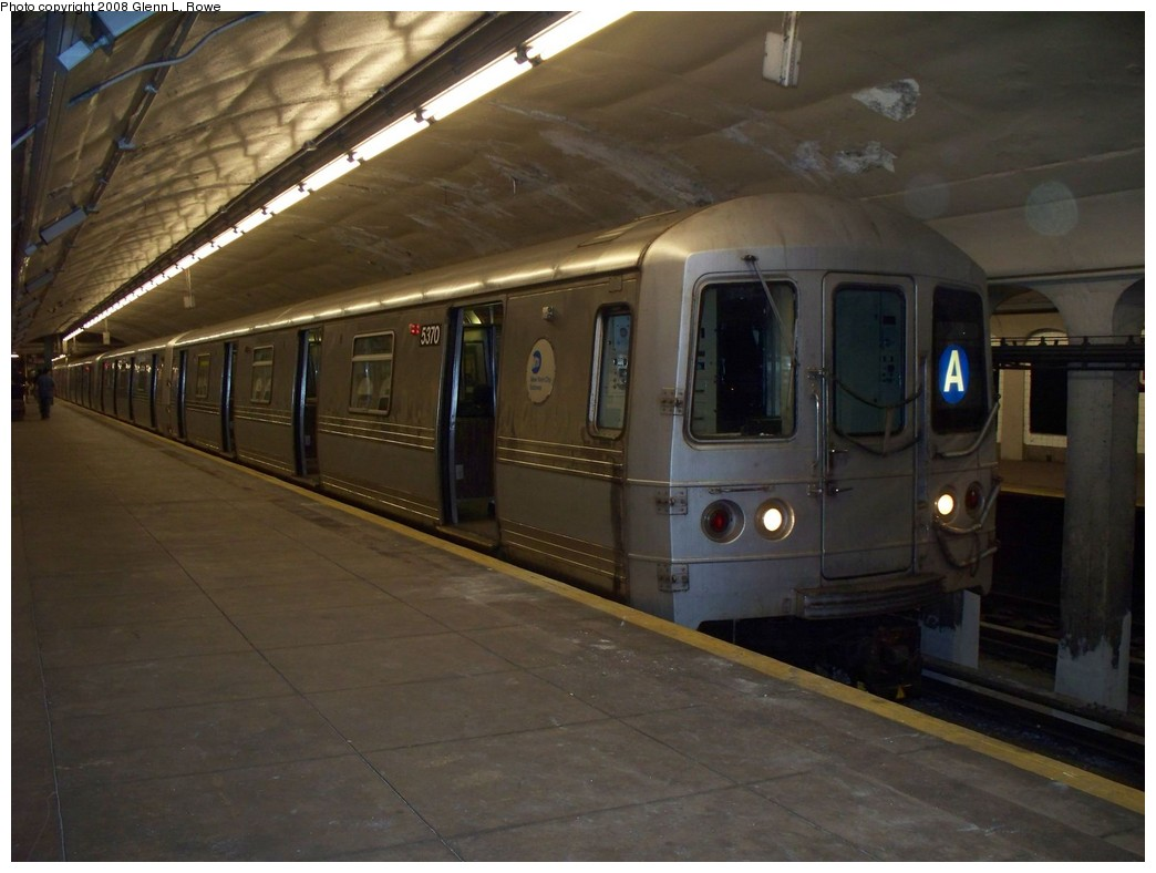 (175k, 1044x788)<br><b>Country:</b> United States<br><b>City:</b> New York<br><b>System:</b> New York City Transit<br><b>Line:</b> IND 8th Avenue Line<br><b>Location:</b> 190th Street/Overlook Terrace <br><b>Route:</b> A<br><b>Car:</b> R-44 (St. Louis, 1971-73) 5370 <br><b>Photo by:</b> Glenn L. Rowe<br><b>Date:</b> 5/7/2008<br><b>Viewed (this week/total):</b> 0 / 1283