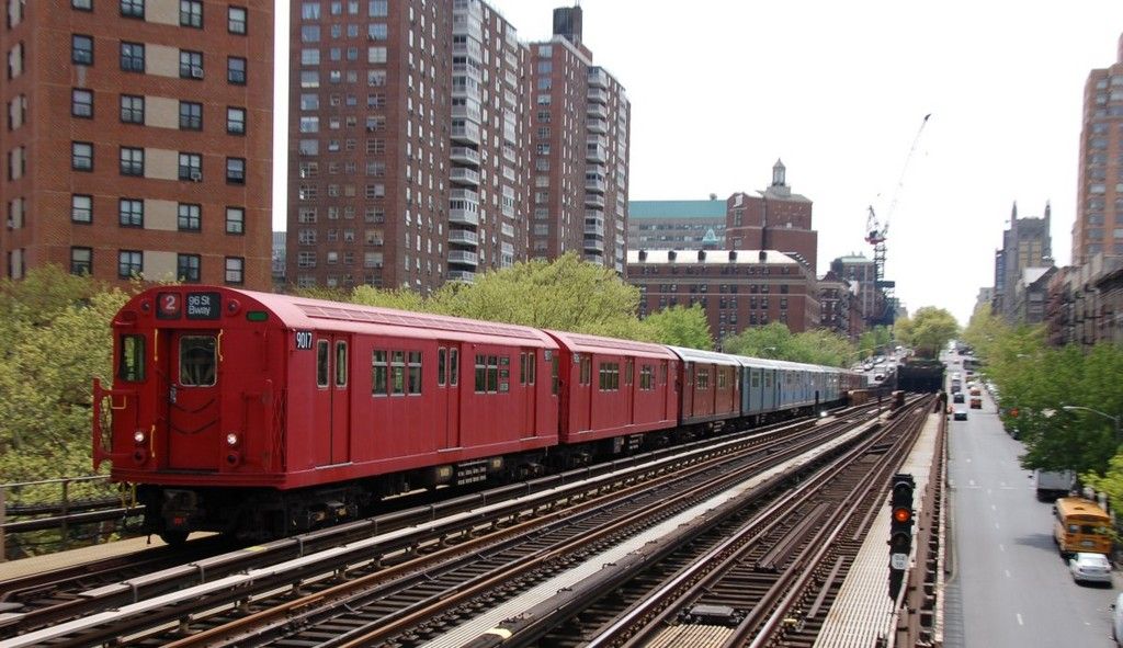 (239k, 1024x591)<br><b>Country:</b> United States<br><b>City:</b> New York<br><b>System:</b> New York City Transit<br><b>Line:</b> IRT West Side Line<br><b>Location:</b> 125th Street <br><b>Route:</b> Museum Train Service<br><b>Car:</b> R-33 Main Line (St. Louis, 1962-63) 9017 <br><b>Photo by:</b> Brian Weinberg<br><b>Date:</b> 5/1/2008<br><b>Notes:</b> 100th Anniversary of Brooklyn subway service museum train service.<br><b>Viewed (this week/total):</b> 3 / 1451
