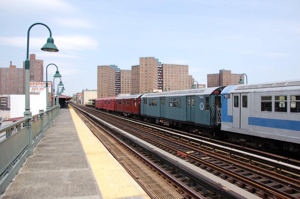 (207k, 1024x680)<br><b>Country:</b> United States<br><b>City:</b> New York<br><b>System:</b> New York City Transit<br><b>Line:</b> IRT West Side Line<br><b>Location:</b> 125th Street <br><b>Route:</b> Museum Train Service<br><b>Car:</b> R-33 Main Line (St. Louis, 1962-63) 9068 <br><b>Photo by:</b> Brian Weinberg<br><b>Date:</b> 5/1/2008<br><b>Notes:</b> 100th Anniversary of Brooklyn subway service museum train service.<br><b>Viewed (this week/total):</b> 4 / 1160