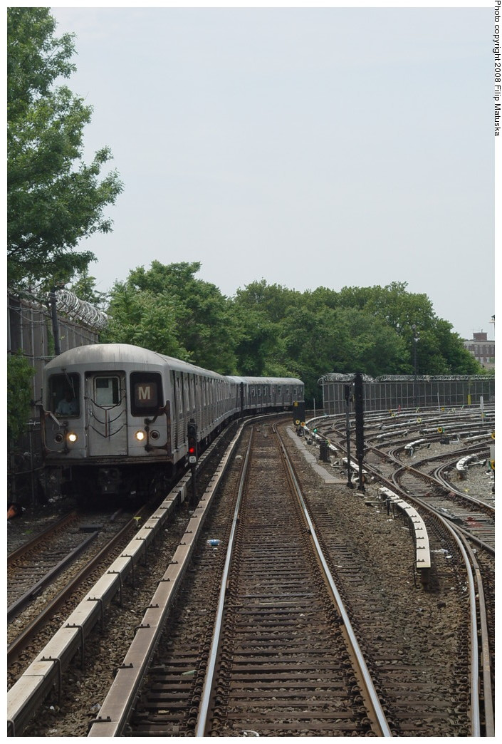 (221k, 705x1044)<br><b>Country:</b> United States<br><b>City:</b> New York<br><b>System:</b> New York City Transit<br><b>Line:</b> BMT Myrtle Avenue Line<br><b>Location:</b> Metropolitan Avenue <br><b>Route:</b> M<br><b>Car:</b> R-42 (St. Louis, 1969-1970)   <br><b>Photo by:</b> Filip Matuska<br><b>Date:</b> 6/7/2007<br><b>Viewed (this week/total):</b> 2 / 2084