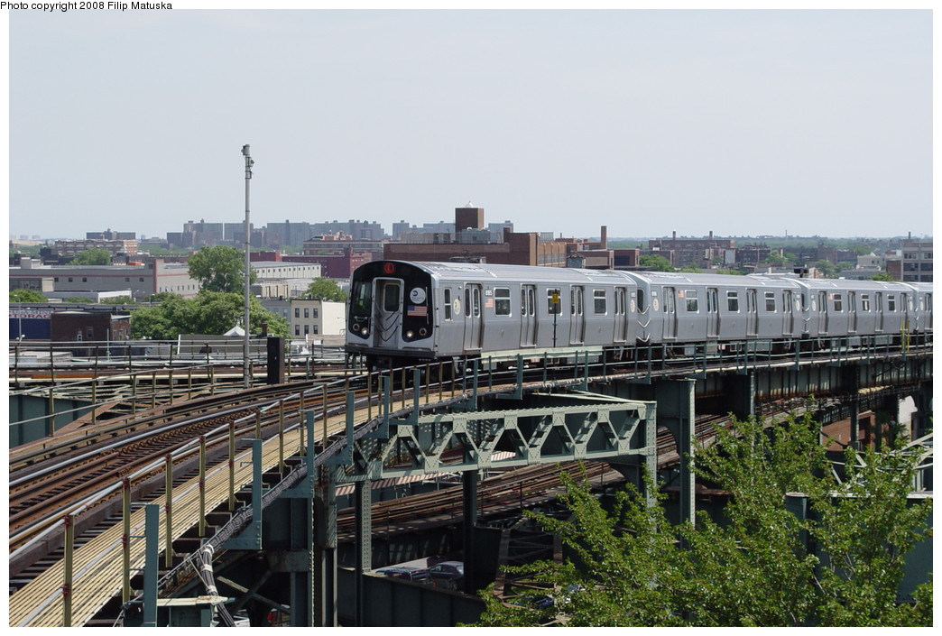 (222k, 1044x705)<br><b>Country:</b> United States<br><b>City:</b> New York<br><b>System:</b> New York City Transit<br><b>Line:</b> BMT Canarsie Line<br><b>Location:</b> Broadway Junction <br><b>Route:</b> L<br><b>Car:</b> R-143 (Kawasaki, 2001-2002) 8155 <br><b>Photo by:</b> Filip Matuska<br><b>Date:</b> 6/7/2007<br><b>Viewed (this week/total):</b> 1 / 1612