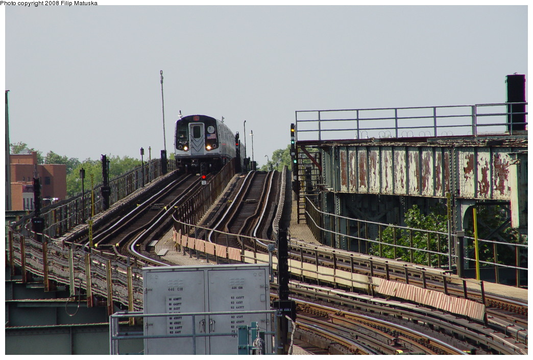 (220k, 1044x705)<br><b>Country:</b> United States<br><b>City:</b> New York<br><b>System:</b> New York City Transit<br><b>Line:</b> BMT Canarsie Line<br><b>Location:</b> Sutter Avenue <br><b>Route:</b> L<br><b>Car:</b> R-143 (Kawasaki, 2001-2002)  <br><b>Photo by:</b> Filip Matuska<br><b>Date:</b> 6/7/2007<br><b>Viewed (this week/total):</b> 1 / 1786