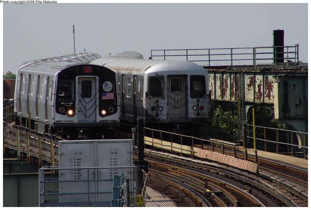 (211k, 1044x705)<br><b>Country:</b> United States<br><b>City:</b> New York<br><b>System:</b> New York City Transit<br><b>Line:</b> BMT Canarsie Line<br><b>Location:</b> Sutter Avenue <br><b>Photo by:</b> Filip Matuska<br><b>Date:</b> 6/7/2007<br><b>Viewed (this week/total):</b> 0 / 1065