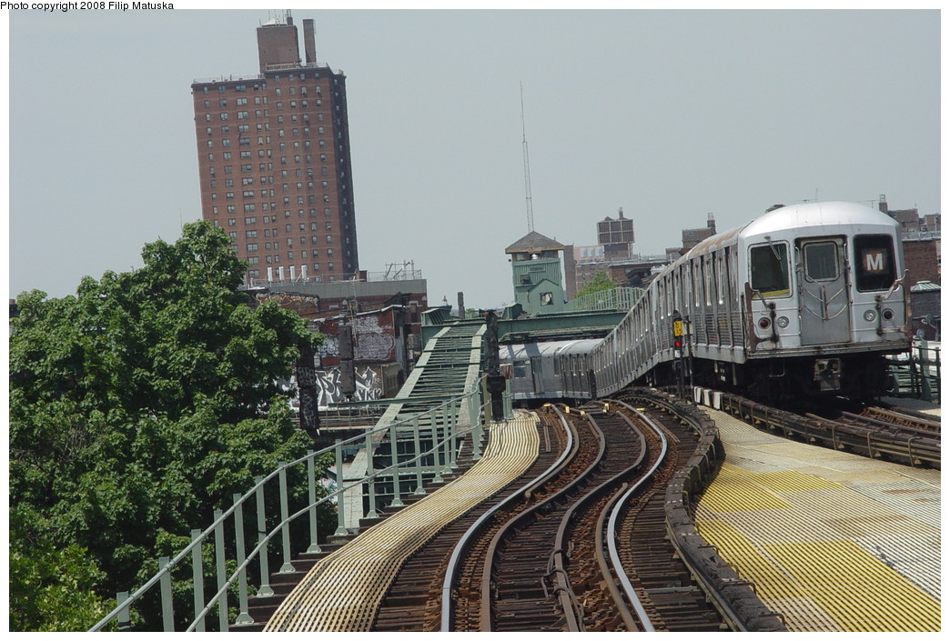 (244k, 1044x705)<br><b>Country:</b> United States<br><b>City:</b> New York<br><b>System:</b> New York City Transit<br><b>Line:</b> BMT Myrtle Avenue Line<br><b>Location:</b> Myrtle-Broadway Connecting Track <br><b>Route:</b> M<br><b>Car:</b> R-42 (St. Louis, 1969-1970)   <br><b>Photo by:</b> Filip Matuska<br><b>Date:</b> 6/7/2007<br><b>Notes:</b> Southbound M train approaching junction with Jamaica line, passing underneath original Myrtle trackways.<br><b>Viewed (this week/total):</b> 0 / 2476