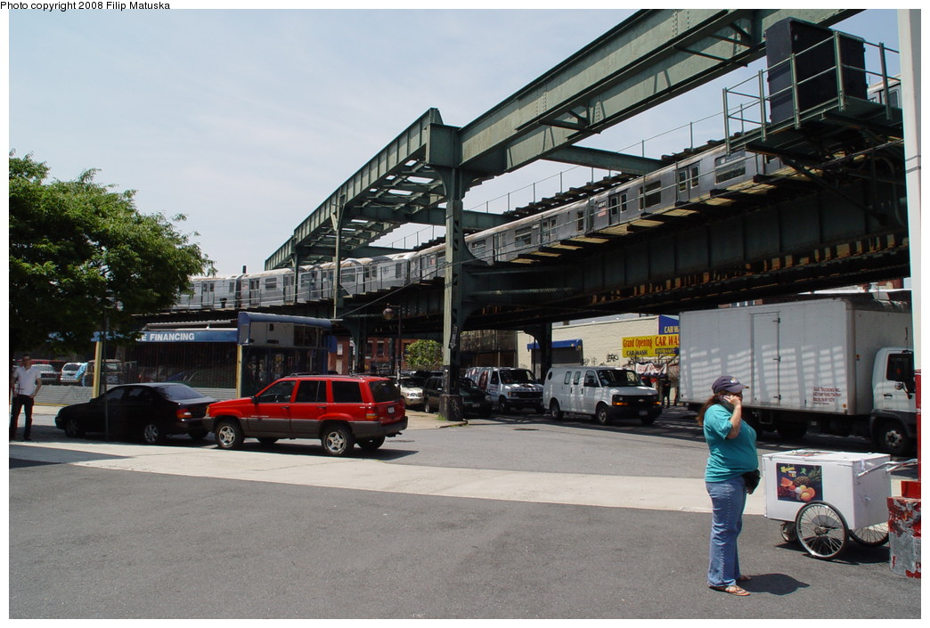 (208k, 1044x705)<br><b>Country:</b> United States<br><b>City:</b> New York<br><b>System:</b> New York City Transit<br><b>Line:</b> BMT Myrtle Avenue Line<br><b>Location:</b> Myrtle-Broadway Connecting Track <br><b>Route:</b> M<br><b>Car:</b> R-42 (St. Louis, 1969-1970)   <br><b>Photo by:</b> Filip Matuska<br><b>Date:</b> 6/7/2007<br><b>Notes:</b> M train passing underneath original Myrtle trackways near the junction with the Jamaica line.<br><b>Viewed (this week/total):</b> 1 / 3192