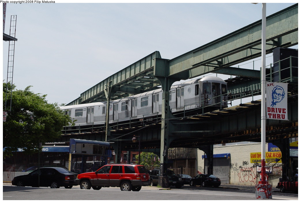 (197k, 1044x705)<br><b>Country:</b> United States<br><b>City:</b> New York<br><b>System:</b> New York City Transit<br><b>Line:</b> BMT Myrtle Avenue Line<br><b>Location:</b> Myrtle-Broadway Connecting Track <br><b>Route:</b> M<br><b>Car:</b> R-42 (St. Louis, 1969-1970)  4643 <br><b>Photo by:</b> Filip Matuska<br><b>Date:</b> 6/7/2007<br><b>Notes:</b> M train passing underneath original Myrtle trackways near the junction with the Jamaica line.<br><b>Viewed (this week/total):</b> 4 / 1583