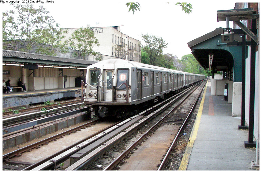 (308k, 1044x690)<br><b>Country:</b> United States<br><b>City:</b> New York<br><b>System:</b> New York City Transit<br><b>Line:</b> BMT Brighton Line<br><b>Location:</b> Avenue H <br><b>Route:</b> B<br><b>Car:</b> R-40 (St. Louis, 1968)  4175 <br><b>Photo by:</b> David-Paul Gerber<br><b>Date:</b> 5/15/2008<br><b>Viewed (this week/total):</b> 2 / 1383