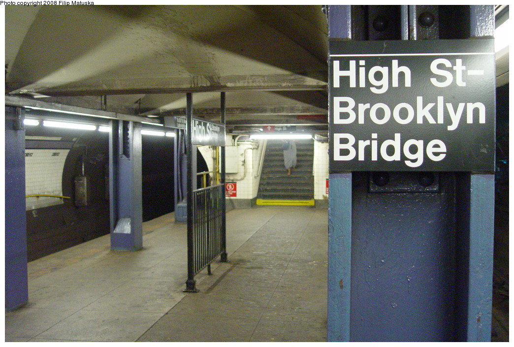 (242k, 1044x705)<br><b>Country:</b> United States<br><b>City:</b> New York<br><b>System:</b> New York City Transit<br><b>Line:</b> IND 8th Avenue Line<br><b>Location:</b> High Street/Brooklyn Bridge <br><b>Photo by:</b> Filip Matuska<br><b>Date:</b> 6/10/2007<br><b>Viewed (this week/total):</b> 3 / 1764