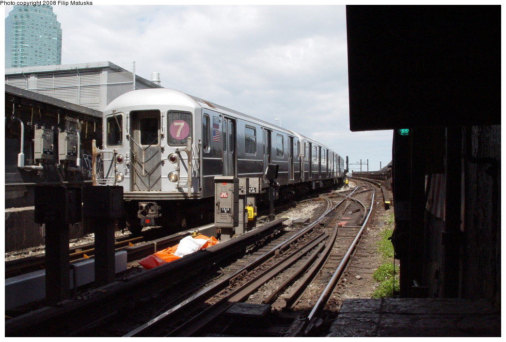 (199k, 1044x705)<br><b>Country:</b> United States<br><b>City:</b> New York<br><b>System:</b> New York City Transit<br><b>Line:</b> IRT Flushing Line<br><b>Location:</b> Hunterspoint Avenue <br><b>Route:</b> 7<br><b>Car:</b> R-62A (Bombardier, 1984-1987)  1765 <br><b>Photo by:</b> Filip Matuska<br><b>Date:</b> 6/11/2007<br><b>Viewed (this week/total):</b> 1 / 1939