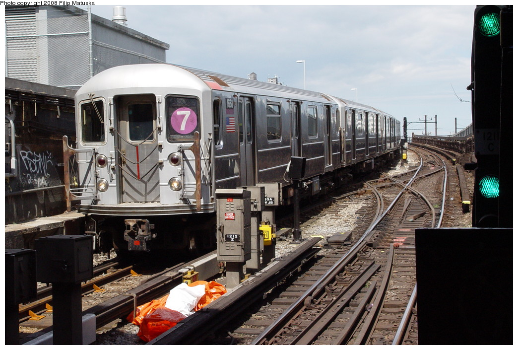 (232k, 1044x705)<br><b>Country:</b> United States<br><b>City:</b> New York<br><b>System:</b> New York City Transit<br><b>Line:</b> IRT Flushing Line<br><b>Location:</b> Hunterspoint Avenue <br><b>Route:</b> 7<br><b>Car:</b> R-62A (Bombardier, 1984-1987)  1661 <br><b>Photo by:</b> Filip Matuska<br><b>Date:</b> 6/11/2007<br><b>Viewed (this week/total):</b> 1 / 1295