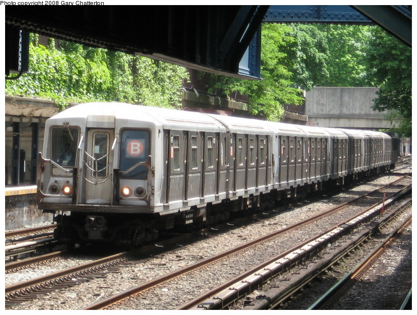 (194k, 820x620)<br><b>Country:</b> United States<br><b>City:</b> New York<br><b>System:</b> New York City Transit<br><b>Line:</b> BMT Brighton Line<br><b>Location:</b> Cortelyou Road <br><b>Route:</b> B<br><b>Car:</b> R-40 (St. Louis, 1968)  4287 <br><b>Photo by:</b> Gary Chatterton<br><b>Date:</b> 5/21/2008<br><b>Viewed (this week/total):</b> 1 / 1640