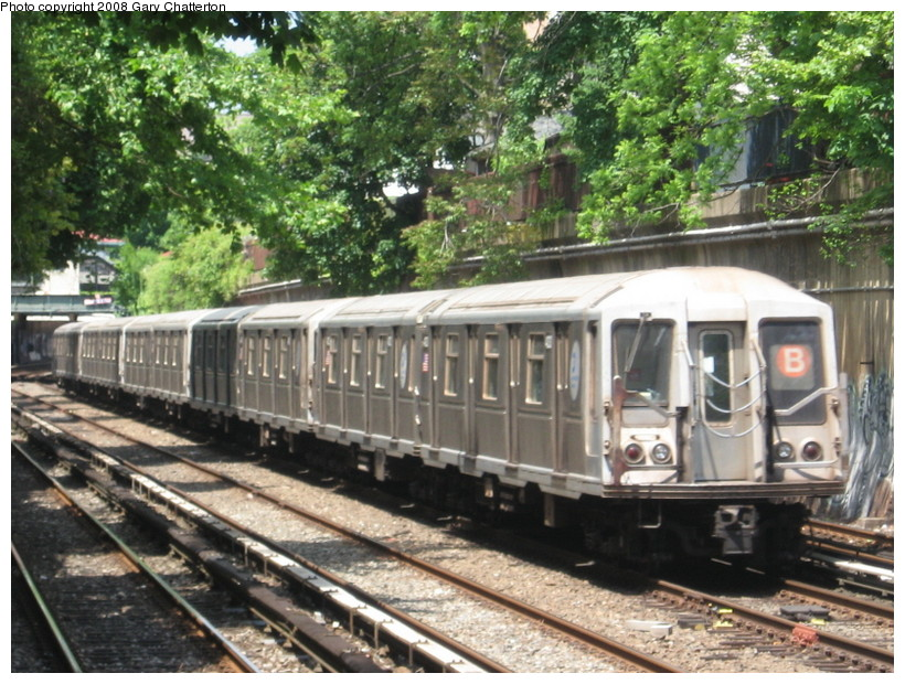(186k, 820x620)<br><b>Country:</b> United States<br><b>City:</b> New York<br><b>System:</b> New York City Transit<br><b>Line:</b> BMT Brighton Line<br><b>Location:</b> Cortelyou Road <br><b>Route:</b> B<br><b>Car:</b> R-40 (St. Louis, 1968)  4333 <br><b>Photo by:</b> Gary Chatterton<br><b>Date:</b> 5/21/2008<br><b>Viewed (this week/total):</b> 1 / 1323