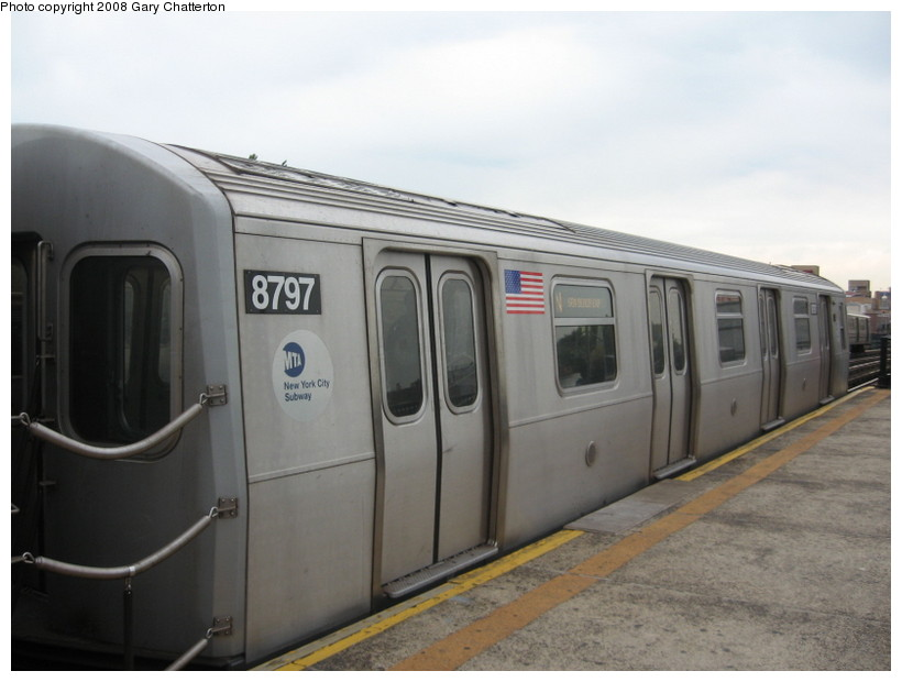 (96k, 820x620)<br><b>Country:</b> United States<br><b>City:</b> New York<br><b>System:</b> New York City Transit<br><b>Line:</b> BMT Astoria Line<br><b>Location:</b> Broadway <br><b>Route:</b> N<br><b>Car:</b> R-160B (Kawasaki, 2005-2008)  8797 <br><b>Photo by:</b> Gary Chatterton<br><b>Date:</b> 5/21/2008<br><b>Viewed (this week/total):</b> 4 / 952