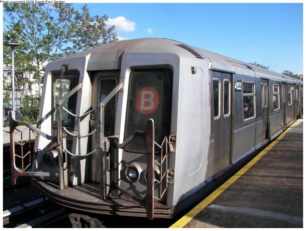 (304k, 1044x788)<br><b>Country:</b> United States<br><b>City:</b> New York<br><b>System:</b> New York City Transit<br><b>Line:</b> BMT Brighton Line<br><b>Location:</b> Kings Highway <br><b>Route:</b> B<br><b>Car:</b> R-40 (St. Louis, 1968)  4152 <br><b>Photo by:</b> David-Paul Gerber<br><b>Date:</b> 5/23/2008<br><b>Viewed (this week/total):</b> 0 / 740