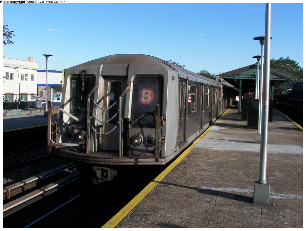 (256k, 1044x788)<br><b>Country:</b> United States<br><b>City:</b> New York<br><b>System:</b> New York City Transit<br><b>Line:</b> BMT Brighton Line<br><b>Location:</b> Kings Highway <br><b>Route:</b> B<br><b>Car:</b> R-40 (St. Louis, 1968)  4347 <br><b>Photo by:</b> David-Paul Gerber<br><b>Date:</b> 5/23/2008<br><b>Viewed (this week/total):</b> 0 / 691