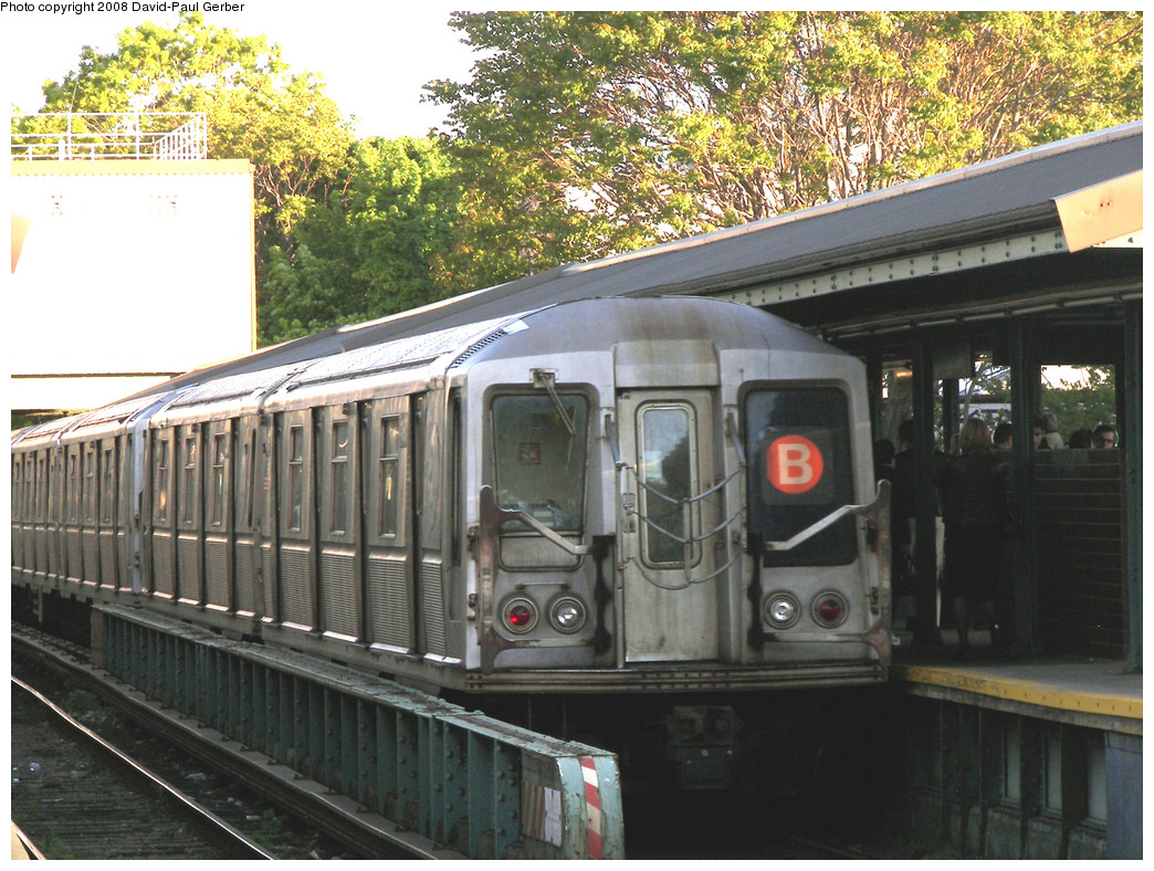 (342k, 1044x788)<br><b>Country:</b> United States<br><b>City:</b> New York<br><b>System:</b> New York City Transit<br><b>Line:</b> BMT Brighton Line<br><b>Location:</b> Kings Highway <br><b>Route:</b> B<br><b>Car:</b> R-40 (St. Louis, 1968)  4367 <br><b>Photo by:</b> David-Paul Gerber<br><b>Date:</b> 5/23/2008<br><b>Viewed (this week/total):</b> 0 / 785