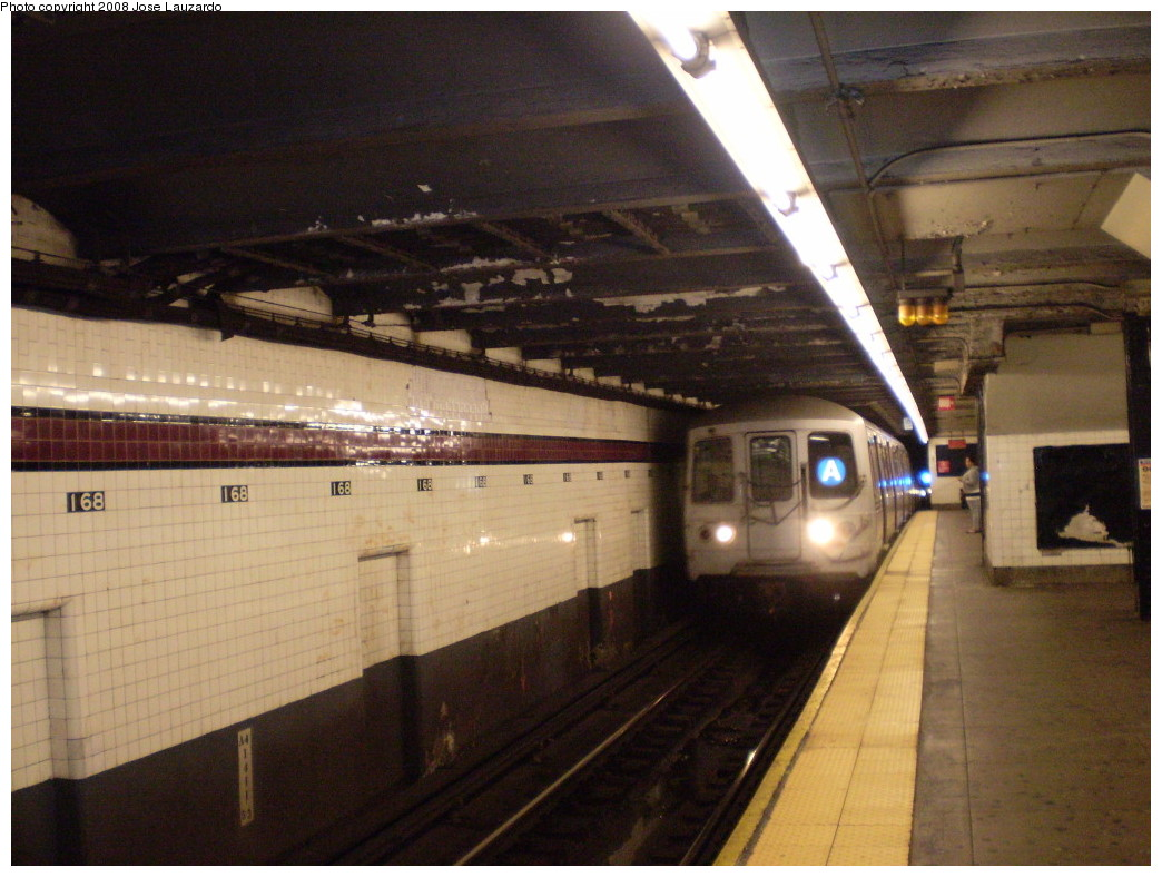 (221k, 1044x788)<br><b>Country:</b> United States<br><b>City:</b> New York<br><b>System:</b> New York City Transit<br><b>Line:</b> IND 8th Avenue Line<br><b>Location:</b> 168th Street <br><b>Route:</b> A<br><b>Car:</b> R-44 (St. Louis, 1971-73)  <br><b>Photo by:</b> Jose Lauzardo<br><b>Date:</b> 5/16/2008<br><b>Viewed (this week/total):</b> 2 / 1891