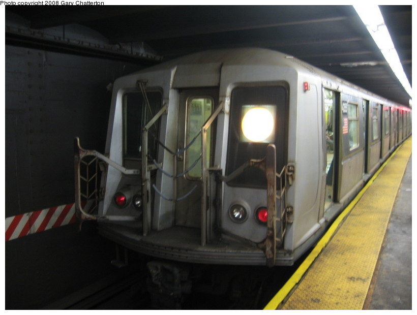 (94k, 820x620)<br><b>Country:</b> United States<br><b>City:</b> New York<br><b>System:</b> New York City Transit<br><b>Line:</b> IND 6th Avenue Line<br><b>Location:</b> West 4th Street/Washington Square <br><b>Route:</b> B<br><b>Car:</b> R-40 (St. Louis, 1968)  4355 <br><b>Photo by:</b> Gary Chatterton<br><b>Date:</b> 5/21/2008<br><b>Viewed (this week/total):</b> 2 / 869