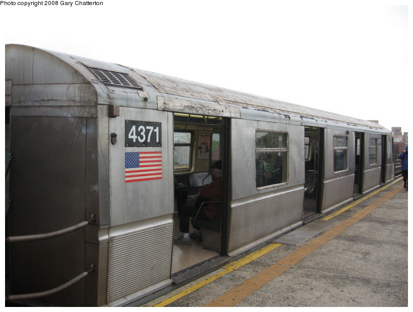 (104k, 820x620)<br><b>Country:</b> United States<br><b>City:</b> New York<br><b>System:</b> New York City Transit<br><b>Line:</b> BMT Astoria Line<br><b>Location:</b> Broadway <br><b>Route:</b> W<br><b>Car:</b> R-40 (St. Louis, 1968)  4371 <br><b>Photo by:</b> Gary Chatterton<br><b>Date:</b> 5/21/2008<br><b>Viewed (this week/total):</b> 2 / 1442