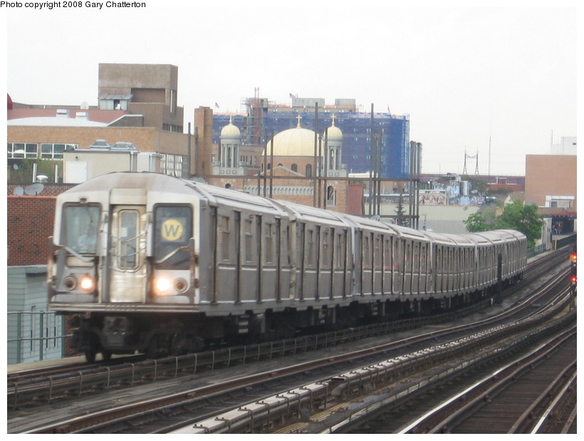 (122k, 820x620)<br><b>Country:</b> United States<br><b>City:</b> New York<br><b>System:</b> New York City Transit<br><b>Line:</b> BMT Astoria Line<br><b>Location:</b> Broadway <br><b>Route:</b> W<br><b>Car:</b> R-40 (St. Louis, 1968)  4319 <br><b>Photo by:</b> Gary Chatterton<br><b>Date:</b> 5/21/2008<br><b>Viewed (this week/total):</b> 4 / 1298