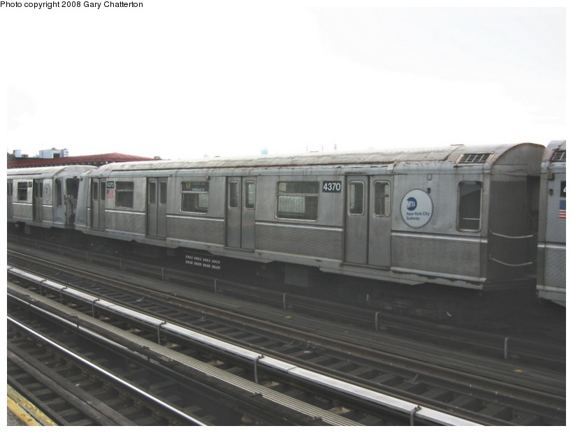 (89k, 820x620)<br><b>Country:</b> United States<br><b>City:</b> New York<br><b>System:</b> New York City Transit<br><b>Line:</b> BMT Astoria Line<br><b>Location:</b> Broadway <br><b>Route:</b> W<br><b>Car:</b> R-40 (St. Louis, 1968)  4370 <br><b>Photo by:</b> Gary Chatterton<br><b>Date:</b> 5/21/2008<br><b>Viewed (this week/total):</b> 6 / 613